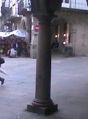 Foto columna y plaza