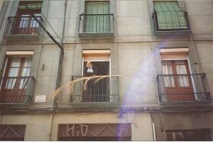 Foto de una fachada con balcones.