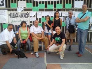 Yoryo de Equo, Ana del Atene Varillas con sus perroos, Margarita, mi huja Daira, del Campamento Dignidad de Extremadura, Vicoriano, Fernando de la CGT.