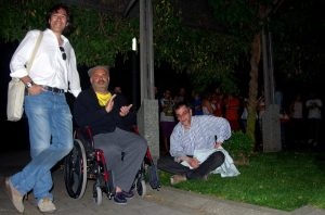 Con Miguel Ángel de guardaespaldas y Manu... en el foro del Ágora.