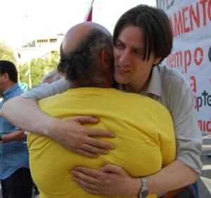 Un abrazo de Pablo Reyero Trpiello,. Habló como militante del PSOE. Fue escuchado con respeto.