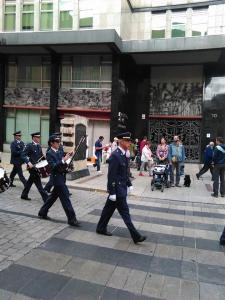 Desfile incluido... ¡No nos moverán!!!!