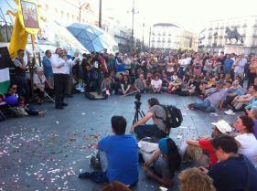 Leemos la carta de Juan José anunciando su acción no violenta de la huelga de hambre en la Puerta del Sol, asamblea del 15M , mayo - 2015