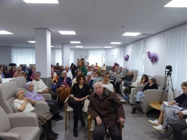 También participaron quienes trabajan en la residencia Otazi, una de ellas, Manoli, leyó uno de los poemas.