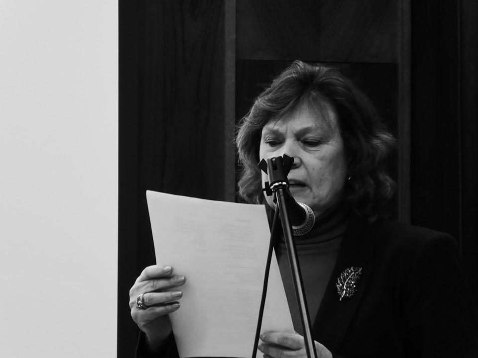 Poema leído con un fondo musical de mano del guitarrista Nicolás Guitare.