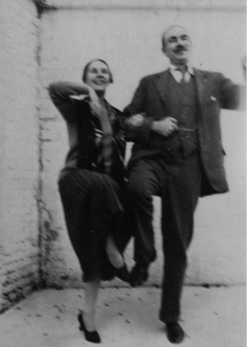 Formaron parte del  grupo de Bloomsbury , en Inglaterra, junto a otros intelectuales de la bohemia, como Virginia Woolf.